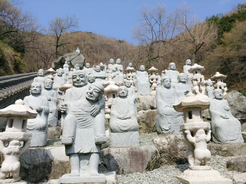 Buddha Statues at Sammilsa Temple