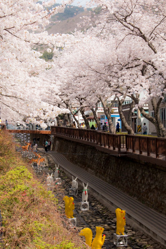 Yeojwa Stream Romance Bridge - decos starting to appear